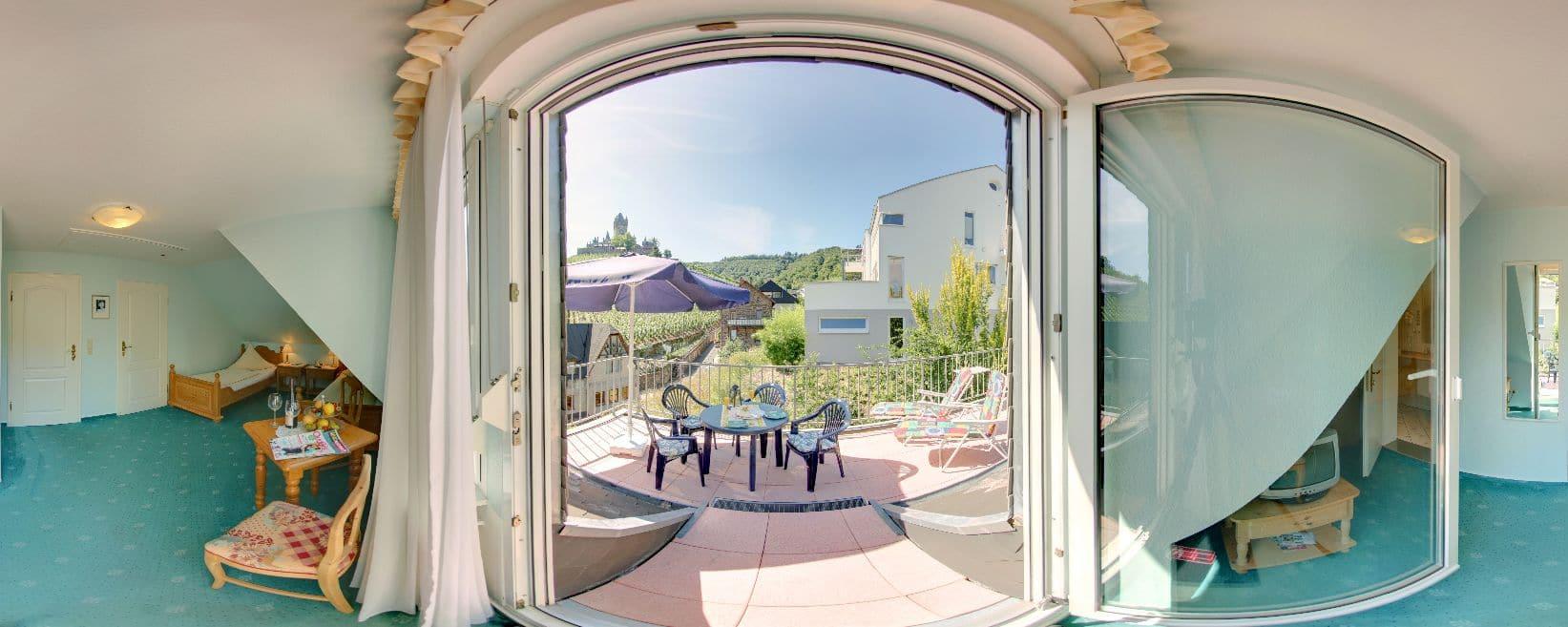 Gästezimmer mit Balkon