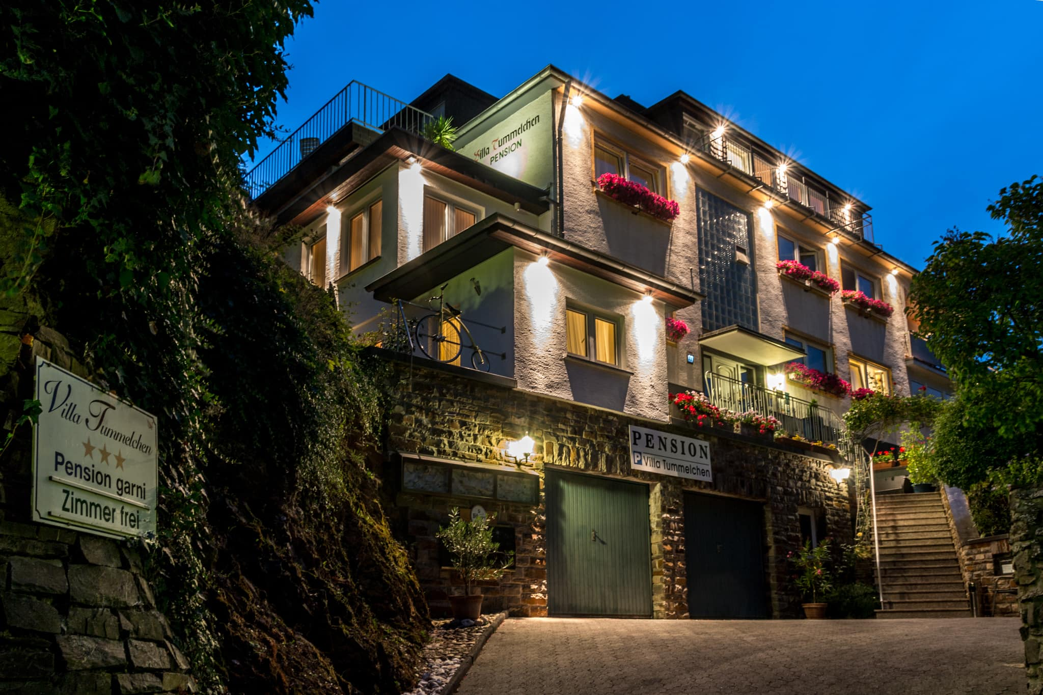 Hotel Pension Villa Tummelchen im Sonnenuntergang im Sommer