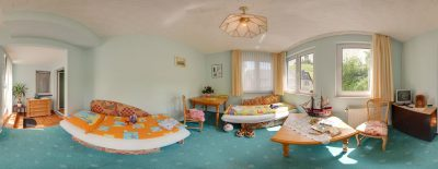 Familienzimmer mit Blick auf die Reichsburg